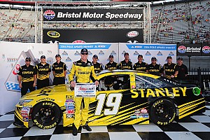 NASCAR Sprint Cup Qualifying report Edwards outlasts JGR teammate Hamlin to win Bristol pole