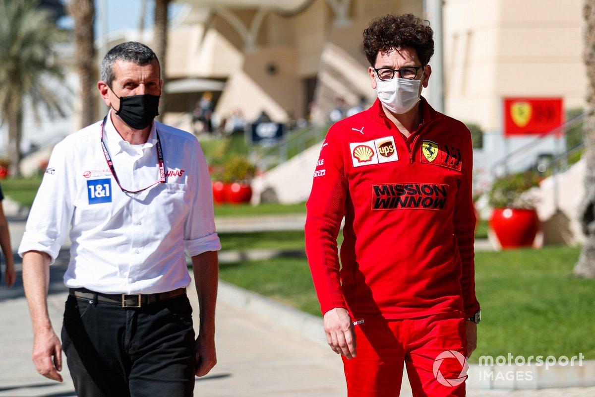 Guenther Steiner, Jefe de Haas F1, y Mattia Binotto, Jefe de Ferrari F1.