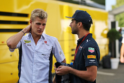 Marcus Ericsson, Sauber F1 Team with Daniel Ricciardo, Red Bull Racing