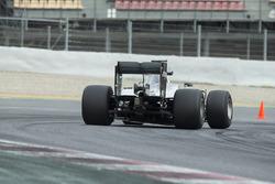 Nico Rosberg, Mercedes F1 Team testing 2017-spec Pirelli tyres