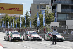 Rob Huff, Honda Racing Team JAS, Honda Civic WTCC; Norbert Michelisz, Honda Racing Team JAS, Honda Civic WTCC; Tiago Monteiro, Honda Racing Team JAS, Honda Civic WTCC