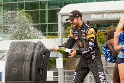 Third place James Hinchcliffe, Schmidt Peterson Motorsports Honda celebrating