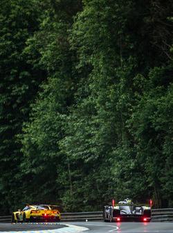 #64 Corvette Racing Chevrolet Corvette C7-R: Oliver Gavin, Tommy Milner, Jordan Taylor, #4 ByKolles Racing CLM P1/01: Simon Trummer, Pierre Kaffer, Oliver Webb