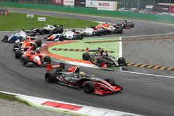 Start: Louis Deletraz, Fortec Motorsports leads