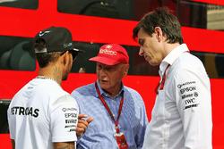 Lewis Hamilton, Mercedes AMG F1 with Niki Lauda, Mercedes Non-Executive Chairman and Toto Wolff, Mercedes AMG F1 Shareholder and Executive Director