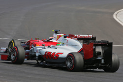 Esteban Gutierrez, Haas F1 Team VF-16 and Kimi Raikkonen, Ferrari SF16-H