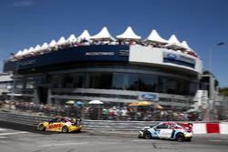 Tom Coronel, Roal Motorsport, Chevrolet RML Cruze TC1 and Tom Chilton, Sébastien Loeb Racing, Citroën C-Elysée WTCC