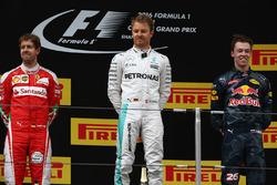 Temporada 2016 F1-chinese-gp-2016-podium-winner-nico-rosberg-mercedes-amg-f1-team-second-place-sebastian
