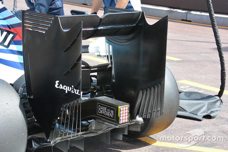 Williams FW38 monkey seat detail