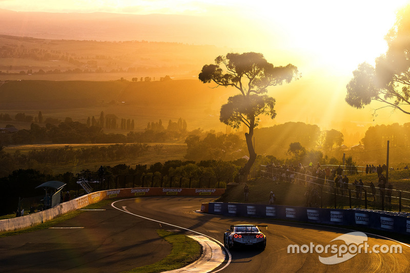 1. #1 Nissan Motorsports Nissan GT-R Nismo GT3: Rick Kelly, Katsumasa Chiyo, Florian Strauss