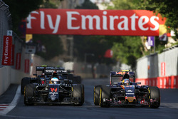 (L to R): Fernando Alonso, McLaren MP4-31 and Carlos Sainz Jr., Scuderia Toro Rosso STR11 battle for position