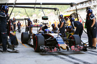 Formula 1 Photos - Max Verstappen, Scuderia Toro Rosso STR11 practices a pit stop