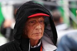 Temporada 2016 F1-brazilian-gp-2016-niki-lauda-mercedes-non-executive-chairman-on-the-grid