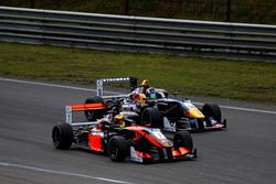 Callum Ilott, Van Amersfoort Racing Dallara F312 - Mercedes; Sergio Sette Camara, Motopark Dallara F314 – Volkswagen