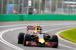 Daniil Kvyat, Red Bull Racing RB12 sends sparks flying
