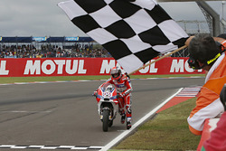 MotoGP 2016 Motogp-argentinian-gp-2016-andrea-dovizioso-ducati-team-pushes-his-bike-across-the-line