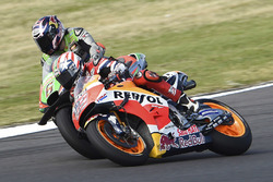 Nicky Hayden, Repsol Honda Team; Stefan Bradl, Aprilia Racing Team