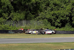 #25 BMW Team RLL BMW M6 GTLM: Bill Auberlen, Dirk Werner, #912 Porsche Team North America Porsche 911 RSR: Earl Bamber, Frédéric Makowiecki crash
