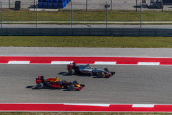 Romain Grosjean, Haas F1 Team VF-16 and Max Verstappen, Red Bull Racing RB12