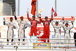Podium GT500: winners Tsugio Matsuda, Ronnie Quintarelli, second place James Rossiter, Ryo Hirakawa, third place Satoshi Motoyama, Katsumasa Chiyo