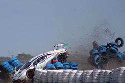 Huge crash for #28 Dream Racing Lamborghini Huracan GT3: Lawrence DeGeorge, Paolo Ruberti, Cedric Sbirrazzuoli