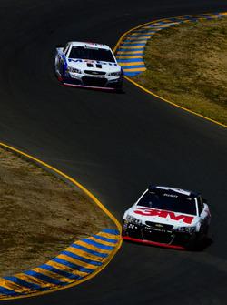 Chase Elliott, Hendrick Motorsports Chevrolet, Kevin Harvick, Stewart-Haas Racing Chevrolet