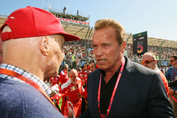 Temporada 2016 F1-australian-gp-2016-niki-lauda-mercedes-non-executive-chairman-with-arnold-schwarzenegge