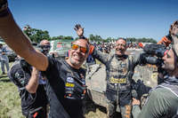 Dakar Foto's - Tim Coronel en Tom Coronel, Maxxis Dakar Team, aan de finish van de Dakar 2016