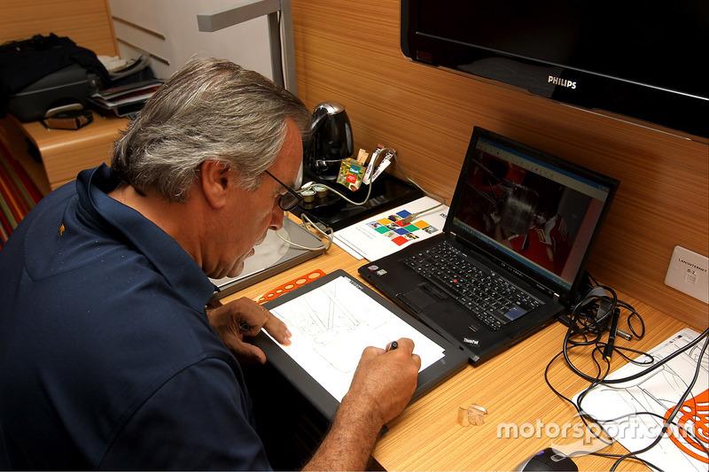 Giorgio Piola at work