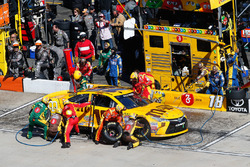 Kyle Busch, Joe Gibbs Racing Toyota pit action
