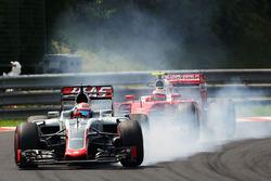 Temporada 2016 F1-hungarian-gp-2016-romain-grosjean-haas-f1-team-vf-16-locks-up-under-braking