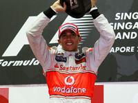Hamilton takes Singapore as competition falters