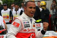 Hamilton takes last-second pole in Canada
