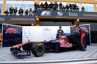 Toro Rosso team uncovers STR6 with confidence