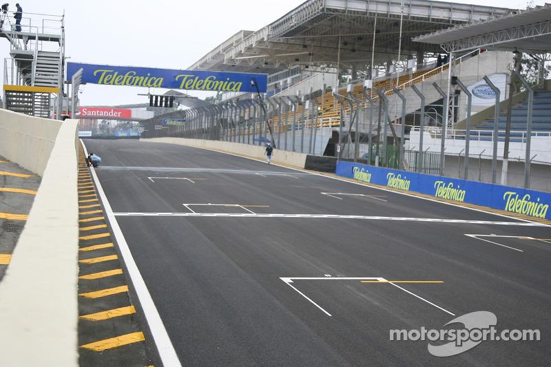 F1 drivers back moves to change Interlagos corner