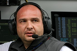 Kolles staying at HRT in 2012 - advisor Sala