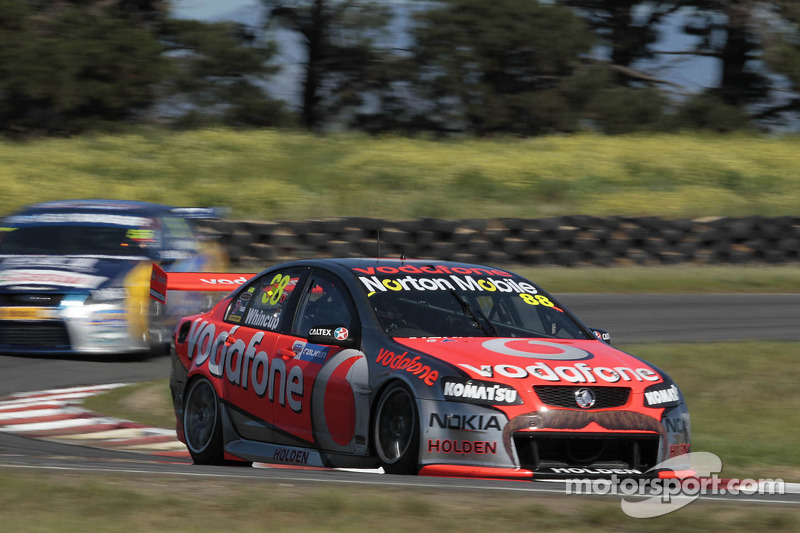 Whincup earns Falken Tasmania Challenge race 1 victory