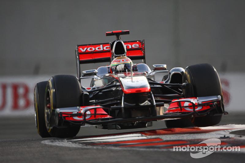 Hamilton victorious as Vettel exits Abu Dhabi Grand Prix at Turn Two