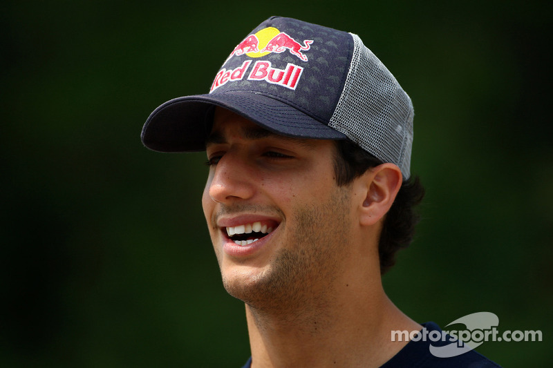 Scuderia Toro Rosso confirms all-new driver line-up for 2012