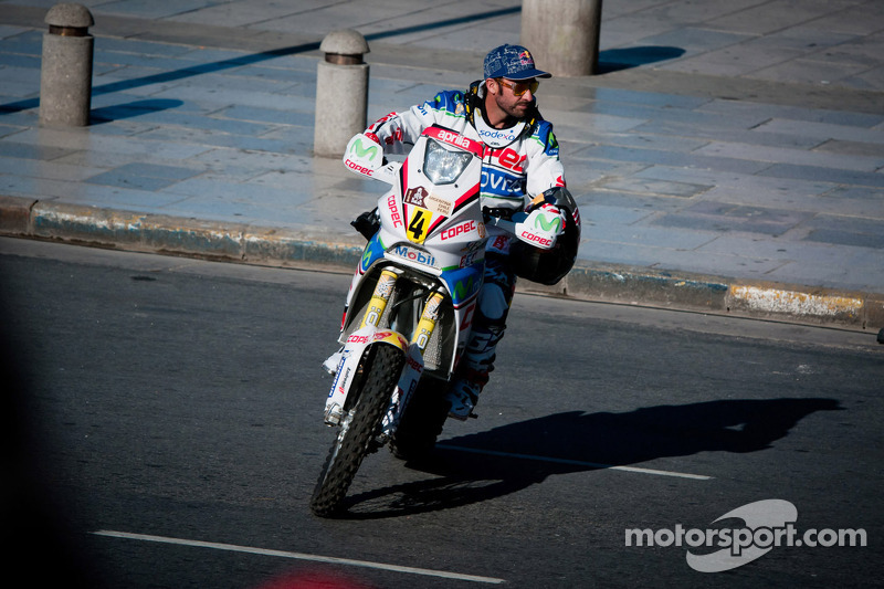 Lopez takes early lead on sad opening day in Argentina