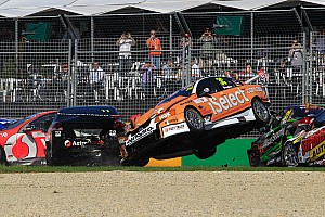 V8 Supercars Carnage At Albert Park In Race 3