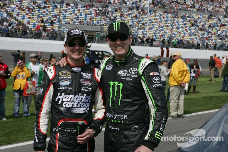 Kurt Busch to make debut run in brother's car at Texas