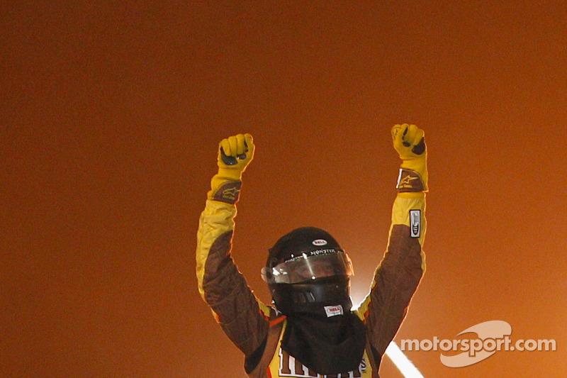 Kyle Busch earns win in Tony Stewart's Prelude to the Dream event