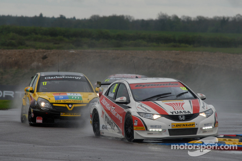 British Touring Car reaches half way stage at Croft