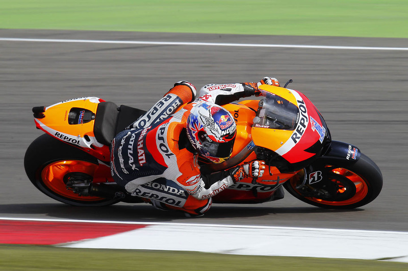 Last minute dash sees Stoner take pole at Assen