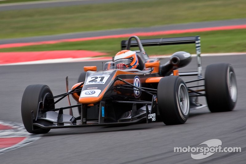 Serralles and Lynn win as Jaafar regains championship lead at Silverstone