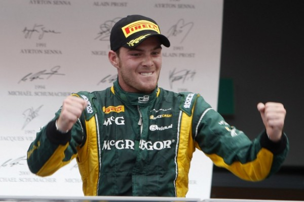 Van der Garde surges to Singapore Sprint Race victory