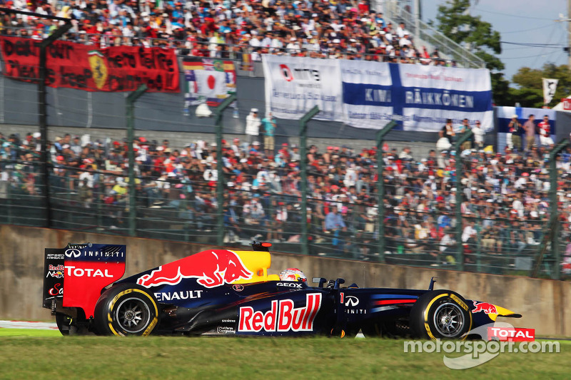 Vettel races into title hot seat with Red Bull 'double DRS'