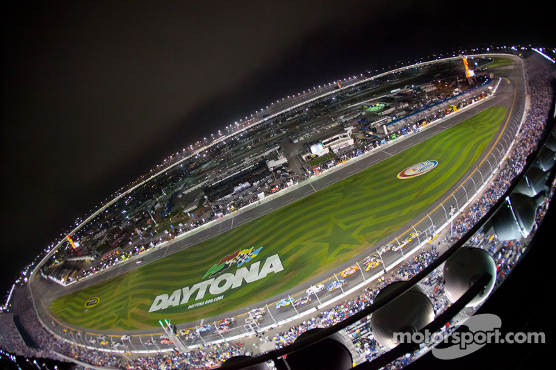 NASCAR renews early with FOX Sports
