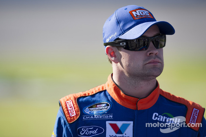 Stenhouse comes back at Texas to tie for points lead